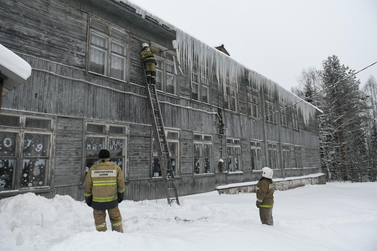 Старая школа в Деревянке. Фото Сергея Юдина
