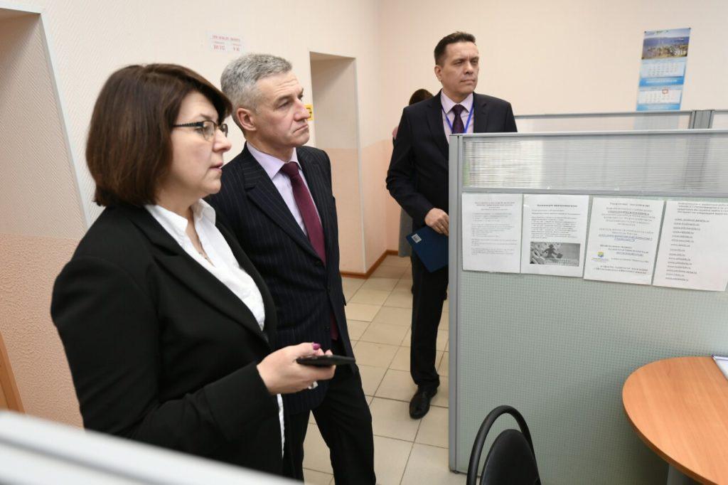 Артур Парфенчиков и Елена Фролова в центре занятости
