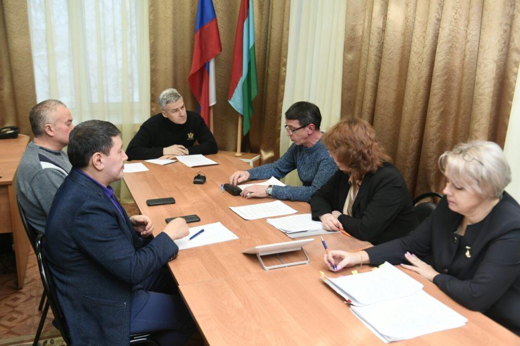Артур Парфенчиков проводит совещание по развитию Лоухского района