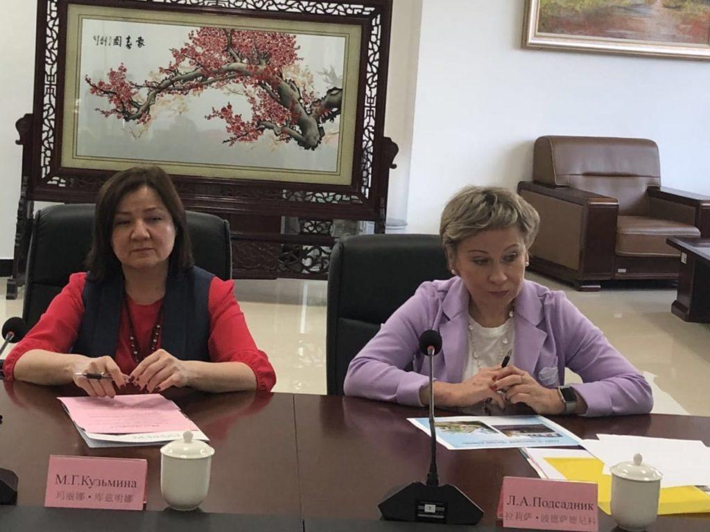 Лариса Подсадник на встрече в Китае
